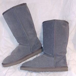Grey classic tall Uggs- nearly new!